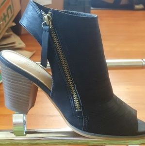 Heels. Canyon river blue's. Size,7 1/2. Brand New!